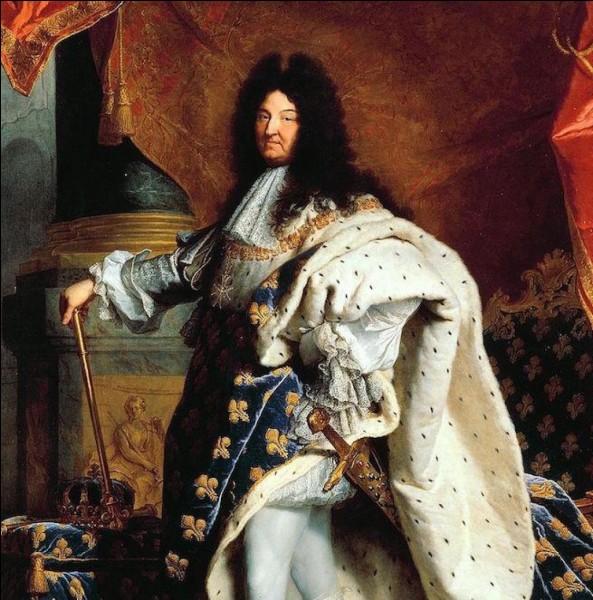 Petit-fils d'Henri IV, Louis XIV se fait couronner en 1643. Il emmène ensuite sa cour à Versailles et, passionné d'arts, se fait entourer par de grands artistes : Molière, Le Nôtre, Le Brun... Le roi ne tolère aucune opposition à son règne sans partage, et mène des guerres incessantes qui finissent par ruiner le royaume. Combien d'années aura-t-il régné ?