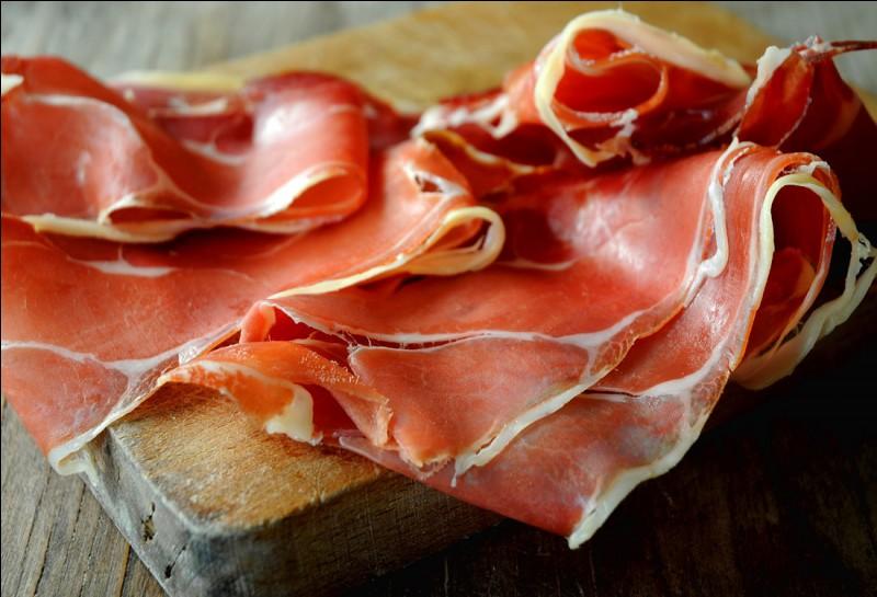 De quelle ville provient le jambon sec qui est certainement le plus connu de France ?