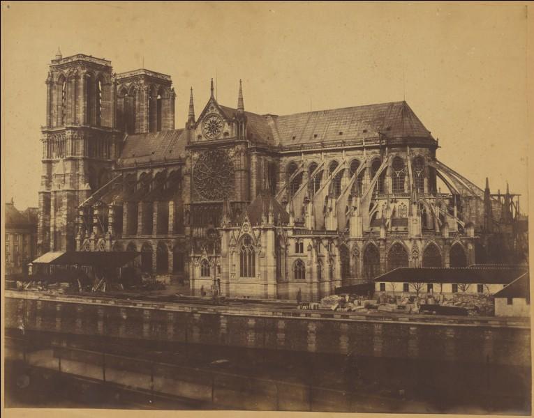 Quand ont commencé les travaux de Notre-Dame ?