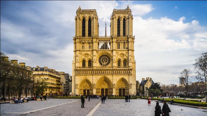 Sous quelle impulsion cette cathédrale a-t-elle été construite ?