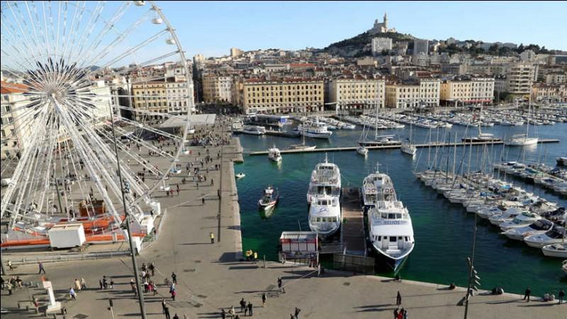 Ce port, porte d'entrée naturelle de l'Europe, est le 1er port français et le 2e de la Méditerranée. C'est un port multi-fonctionnel mais aussi un grand port de croisières : il bénéficie d'une situation géographique privilégiée au coeur de la Méditerranée. Plus de 2 millions de voyageurs transitent par le port chaque année. En moins de dix ans, il est devenu le 1er port de croisières de France.