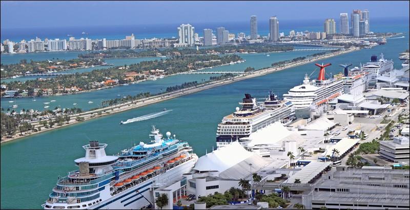 Ce port est très populaire pour le départ de croisières dans les Bahamas et les Caraïbes. C'est un transfert très court avec l'aéroport (MIA) ou l'autre de Fort Lauderdale (FLL) : ce port est accessible par un pont à partir du centre-ville ou par un tunnel qui le relie directement à l'autoroute. Les indications vous mènent vers votre bateau, qui vous attend : des vacances de tout repos !