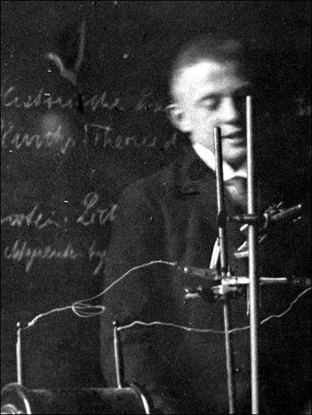 En 1927, qui a mis à jour le principe d'incertitude en mécanique ?