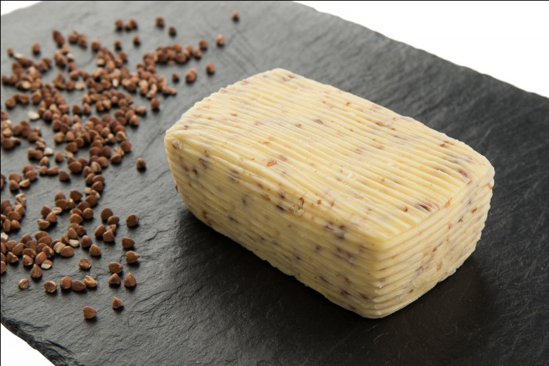 Autre incontournable breton, ce beurre demi-sel tellement bon et meilleur que le beurre doux (encore une fois, je suis totalement objective). Comment s'appelle le maître beurrier travaillant à St-Malo qui moule tous ses beurres à la main ?