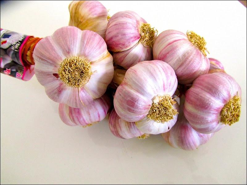 Utile à de nombreux plats, voici l'ail rose. De quelle ville ?