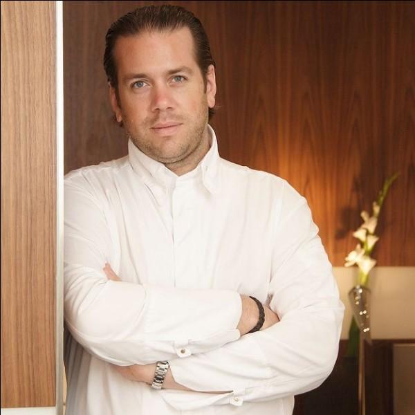 Quel est le nom du restaurant d'Arnaud Lallement qui possède 2 étoiles au guide Michelin ?