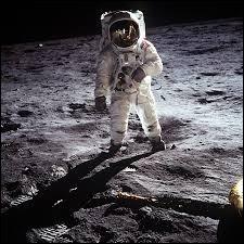 Lors de quel mois de 1969 a-t-on pu voir les images des premiers pas sur la Lune ?