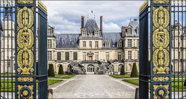 Je suis connue pour mon château où séjournait chaque année le roi Henri IV. Le roi Philippe le Bel est d'ailleurs né et mort là-bas. Napoléon 1er s'installe au château et le fait rénover. Au total 34 souverains de Louis VI le Gros à Napoléon III auront séjourné dans mon château. Que suis-je ?