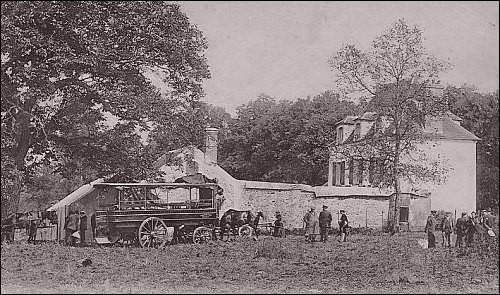 Dans le bois de Monthéty étant chez moi, Maurice de Sully, évêque de Paris créé l'abbaye de Monthéty qui ne resta qu'une décennie. La terre, les biens que j'avais reviennent à l'abbaye d'Hiverneau étant voisine. J'ai vécu en 1982 une série de meurtres perpétrés par un pervers sexuel nommé Serge Leclerc. Que suis-je ?