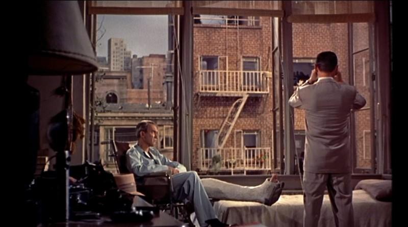 Regardez par la fenêtre, quelquefois il peut se passer des choses chez la voisine d'en face, surtout si on est bloqué dans un fauteuil suite à une jambe cassée, alors allez-vous donner votre langue au chat, ou trouver le prénom de cet acteur ... côté cour !