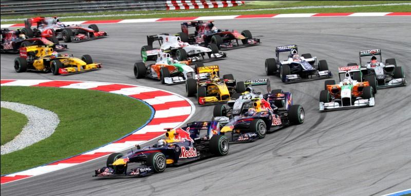 Ecossais, il est le doyen des champions du monde de Formule 1, alors accélérez et identifiez-le !
