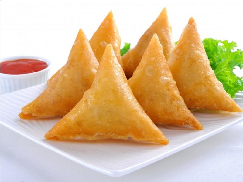 Quel est le nom de ces petits triangles qui peuvent être garnis de viande épicée par exemple ?