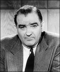 """Ce sénateur américain a mené une violente campagne anticommuniste, aussi appelée """"chasse aux sorcières"""". Il s'appelait..."""