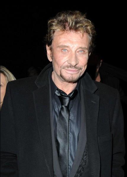 Le vrai nom de Johnny Hallyday est Jean-Phillipe Smet.