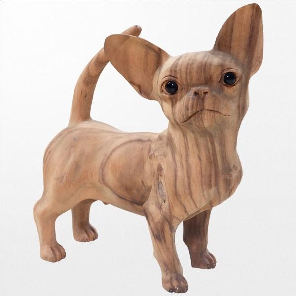 Combien y a-t-il de statues de chiens sur cette image ?