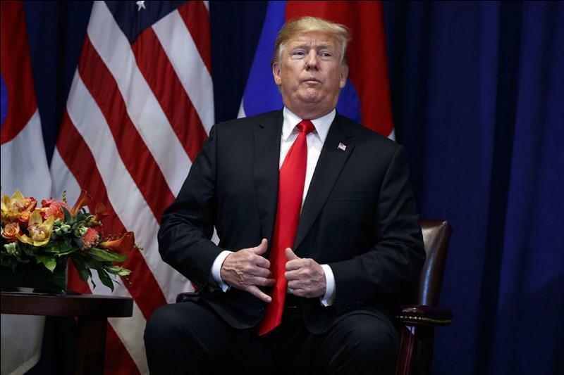 Commençons par une question facile. Comment se nomme le président actuel des Etats-Unis ?