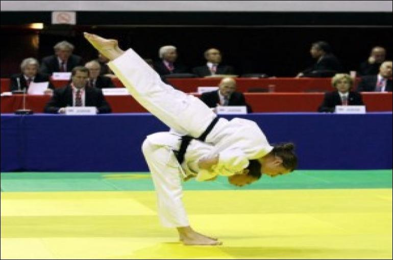 Au judo, quel nom donne-t-on à la succession de mouvements codifiés formant une démonstration technique ?