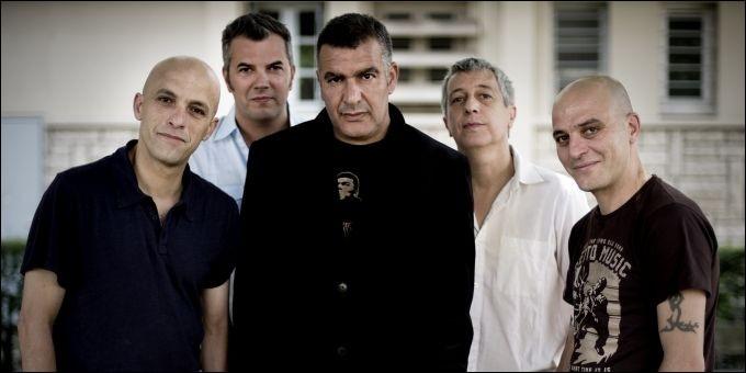 Dans une de ses chansons, sortie en 1998, quel vêtement laisse tomber le groupe Zebda ?