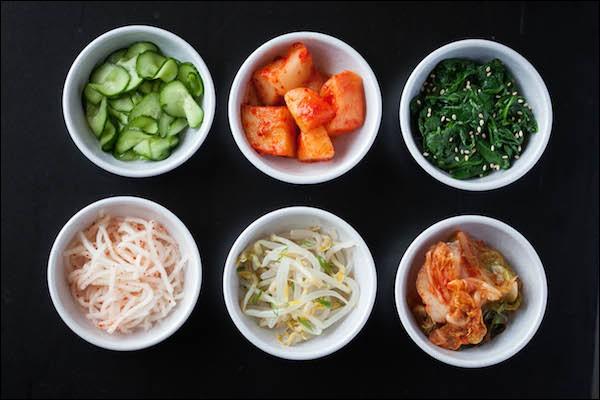 Bon appétit ! Ces délicieux accompagnements arrivent en même temps que le riz. Comment les appelle-t-on ?