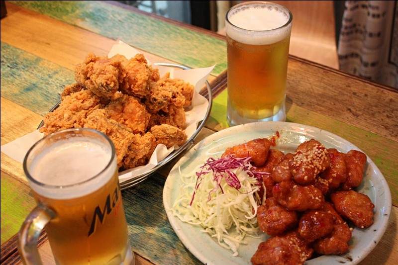Le phénomènal combo bière et poulet frit est assez ancien, mais a récemment resurgi. Son nom est...