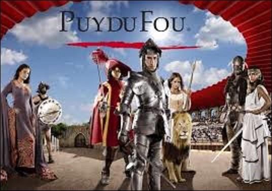 Parc d'attraction / géographie -Le Puy du Fou est un complexe de loisirs fondé en 1989 en Vendée par Philippe de Villiers. Parc à thématique historique, il est le troisième le plus fréquenté en France. Sur quelle commune est-il situé ?