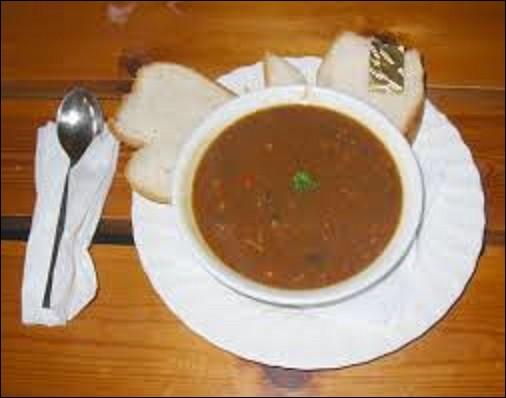 Gastronomie - Recette traditionnelle de l'île de Jersey, les pais au fou consistent en une soupe épaisse formée de haricots secs, de pois et une autre légumineuse. Quel légume manque-t-il à ce pot ?