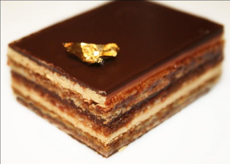 À quoi est aromatisée la crème au beurre dans le fameux gâteau qui se nomme l'Opéra ?