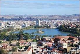 Sa capitale est Antananarivo.