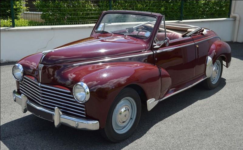 La Peugeot 203, l'une des plus belles voitures françaises d'après-guerre, est apparue en 1948.