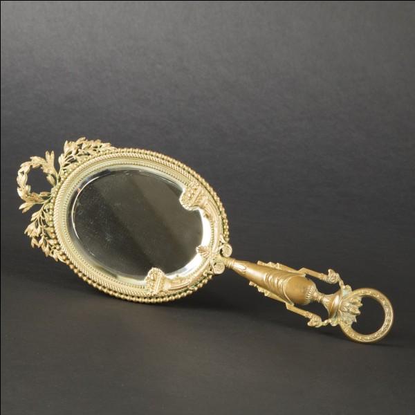 Quel est le nom de ce petit miroir de dame ?