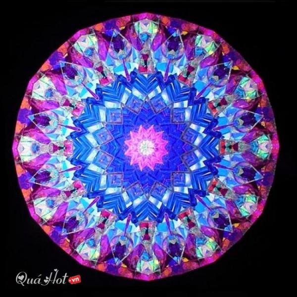 Combien de miroirs comporte un kaléidoscope classique ?