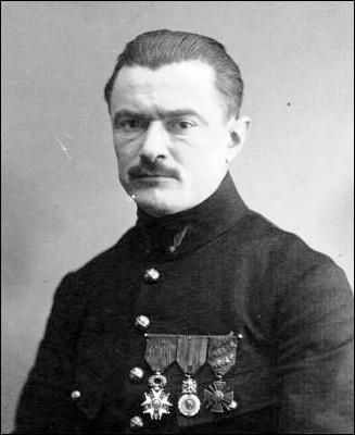 Qui était Jules Védrine (ici photographié en uniforme en 1916) ?