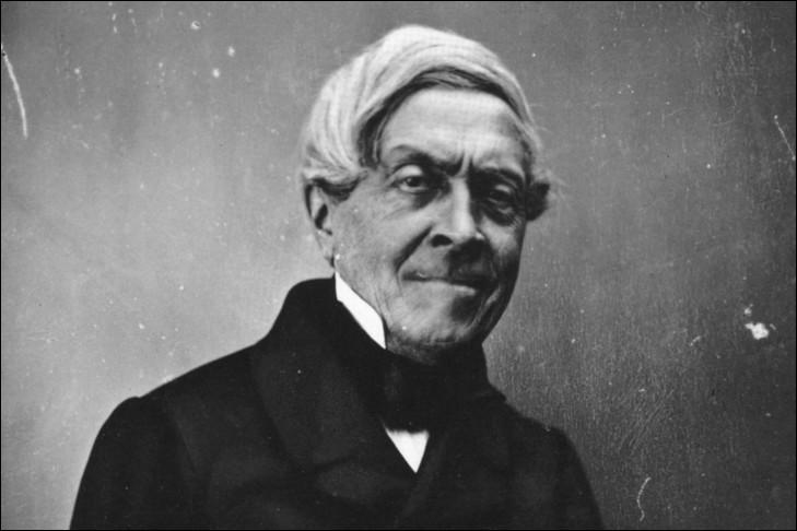 """Il est considéré comme étant l'un des grands historiens du XIXe siècle. Il est l'auteur d'une célèbre """"Histoire de France"""" et d'une """"Histoire de la Révolution"""". C'est :"""
