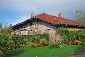 Nous terminons cette balade à la ferme de Montalibord, à Vescours. Village Aindinois, il se situe en région ...