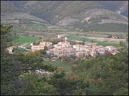 Village Haut-Alpin, dans la vallée du Buëch, L'Épine se situe en région ...