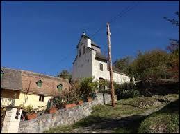 Vous avez sur cette image la chapelle Sainte-Marie-de-Lurp de Saint-Pastous. Village d'Occitanie, dans l'arrondissement d'Argelès-Gazost, il se situe dans le département ...