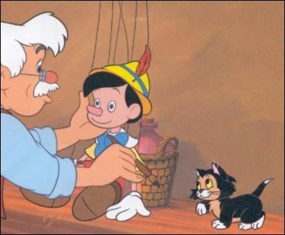 Quel est le nom du chat de Geppetto ?