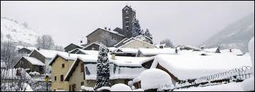 Voici une vue hivernale de Unac. Village de l'ancienne région Midi-Pyrénées, il se situe dans le département ...