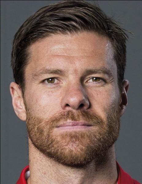Qui est ce joueur, maintenant entraîneur d'un club espagnol ?