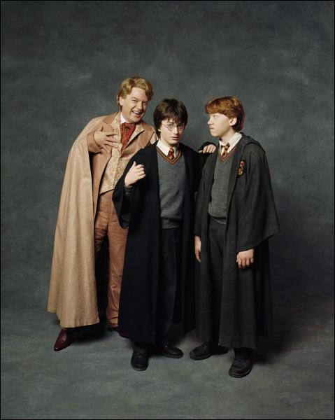 Pendant sa retenue, Harry doit répondre aux admirateurs de Lockhart. Que doit faire Ron ?