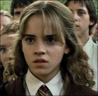 Contre qui Hermione se bat-elle au 'Club de Duel' ?