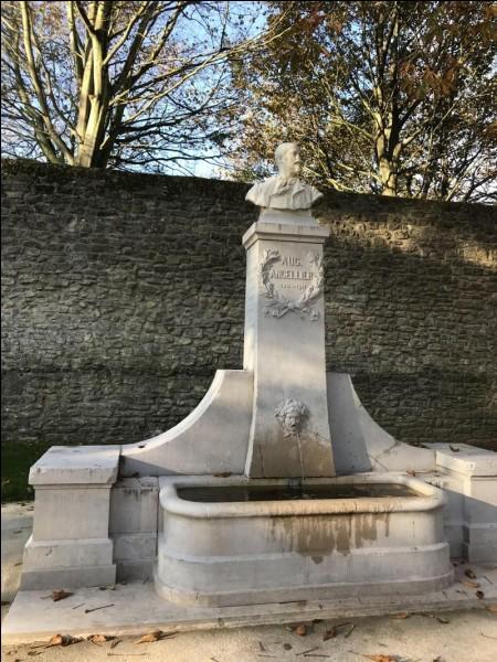 En 1913 le journaliste Paul Birault invita bon nombre d'hommes politiques à l'inauguration du buste d'Hégésipe Simon (poète virtuel). Dans quelle ville leur donna-t-il rendez-vous ?
