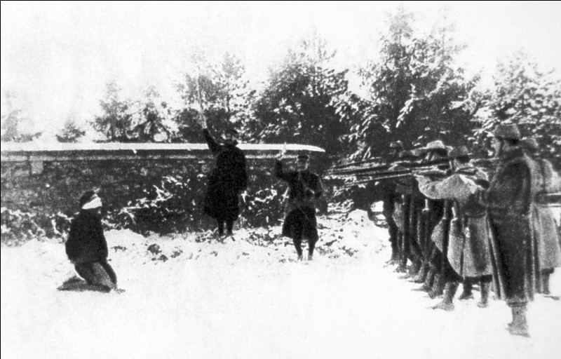 La bataille du chemin des Dames du 27 février au 15 mai 1917, malgré quelques avancées territoriales, est un échec pour les Français. Quelle conséquence cet échec a-t-il dans l'armée?