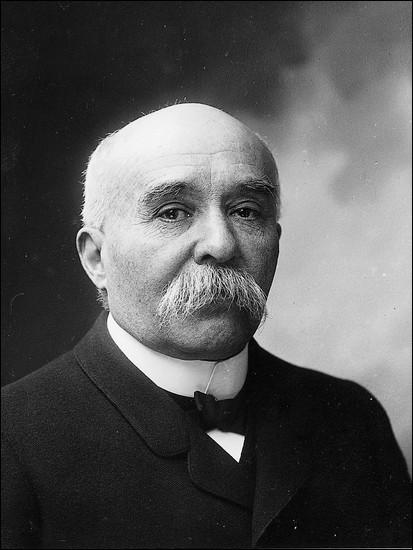 Les situations politique, sociale et internationale conduisent le président de la République Raymond Poincaré à nommer comme président du Conseil (=Premier ministre) en novembre 1917