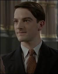"""Quel est le nom de l'acteur qui joue le rôle d'Abernathy dans les films """"Les animaux fantastiques"""" ?"""