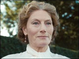 """Quel est le nom de l'actrice qui joue le rôle de Lady Ascot dans le film """"Alice au pays des merveilles"""" ?"""