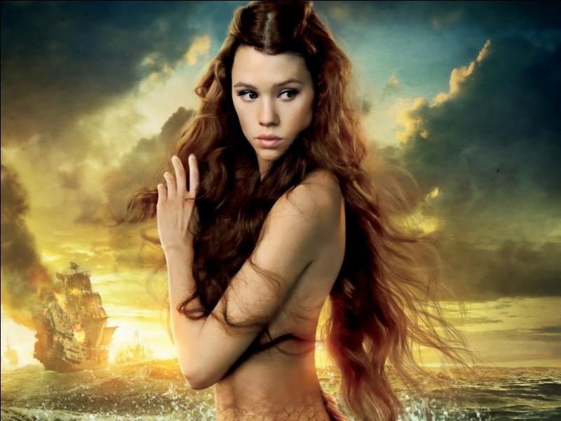 """Quel est le nom de l'actrice qui joue le rôle de Syrena dans la saga """"Pirates des Caraïbes"""" ?"""