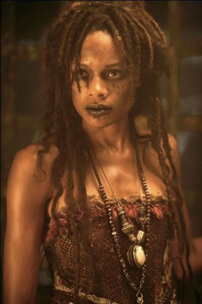 """Quel est le nom de l'actrice qui joue le rôle de Tia Dalma dans la saga """"Pirates des Caraïbes"""" ?"""