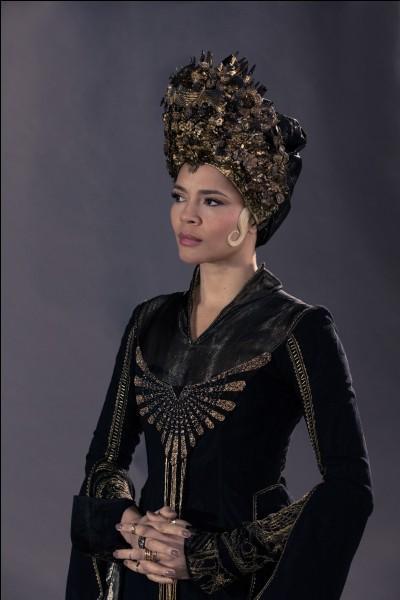 """Quel est le nom de l'actrice qui joue le rôle de Seraphina Picquery dans les films """"Les animaux fantastiques"""" ?"""