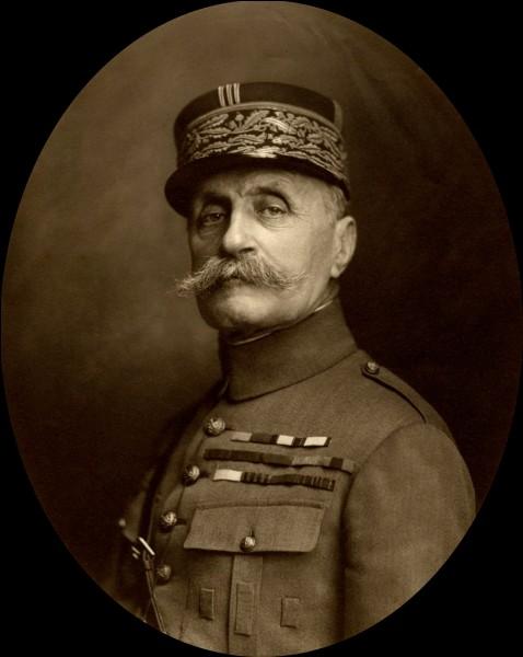 Du 21 mars au 15 juillet 1918, le général allemand Ludendorff lance ses dernières attaques entre Arras et l'Oise. Le 26 mars 1918, quel général français est nommé commandant suprême des armées alliées?